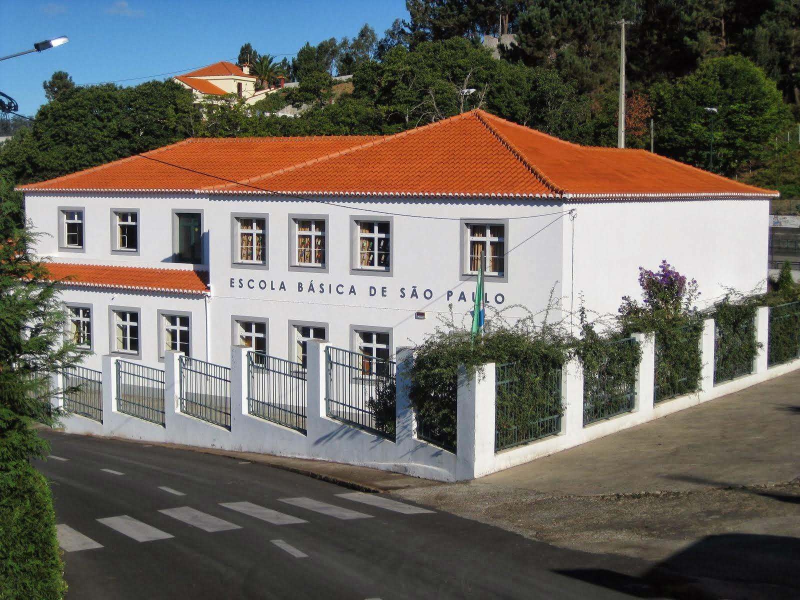 Vista da frente do edifício