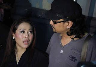 Terancam 6 Tahun Penjara, Calon Suami Nunung Bungkam » Gossip | Nunung dan Iyan