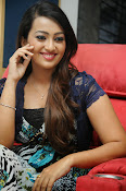 Ester Noronha Photos-thumbnail-7