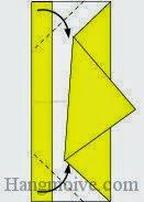 Bước 6: Gấp chéo hai góc tờ giấy vào trong.