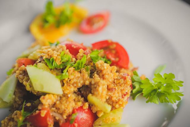 Quinoa Salat mit Mandeln und Petersilie
