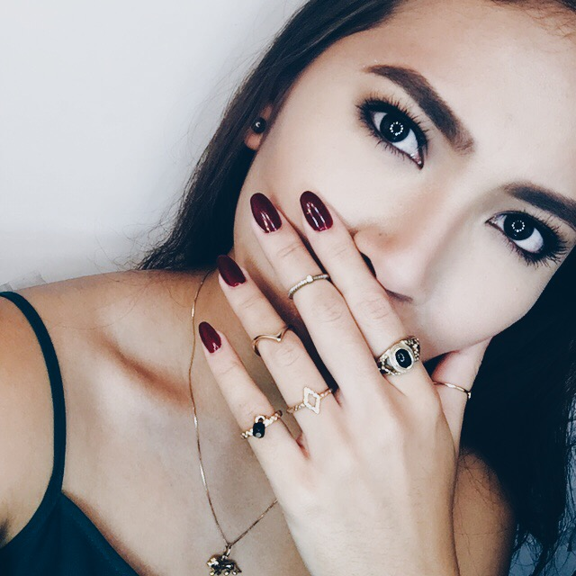 Legenczari: Acrylic Nails