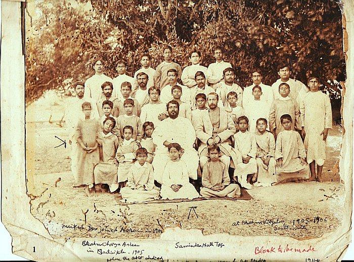 Rabindranath tagore with brahmacharyashrama boys for Shantiniketan tagore