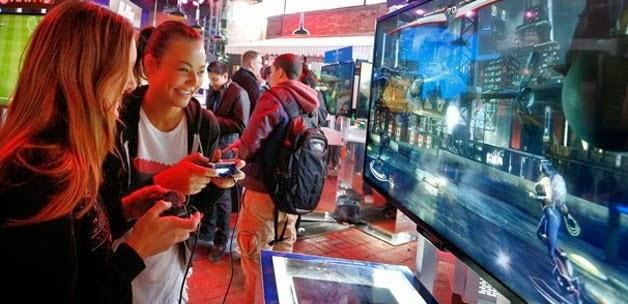 PlayStation 4 fiyatı 1399 lira