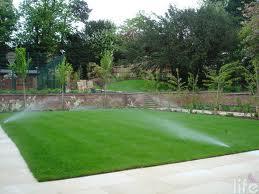 riego de jardín aspersión