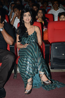 Shruthi Han  Pictures in Evening Dress at Yevadu Telugu Movie Audio Launch  0032