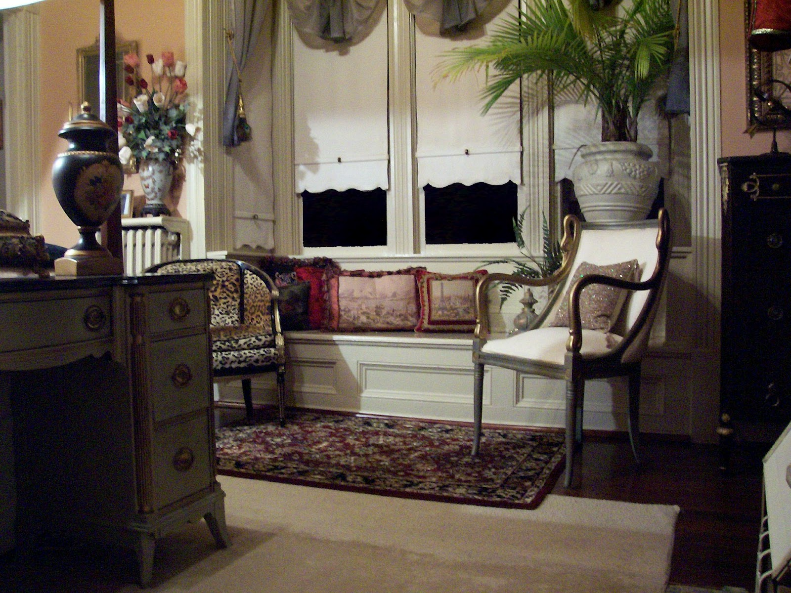 Eye for design decorating with animal prints and hides for Animal bedroom ideas