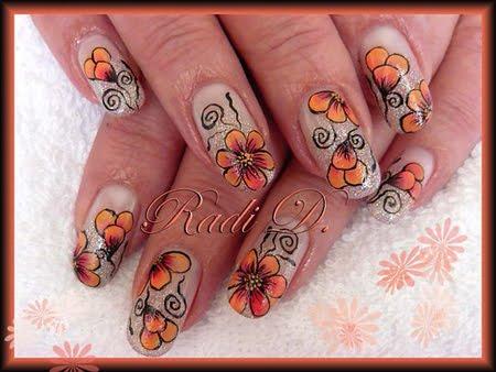 маникюр с брокат и декорация оранжеви цветя