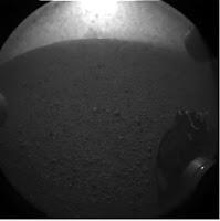 Первые фотографии,переданные марсоходом Curiosity