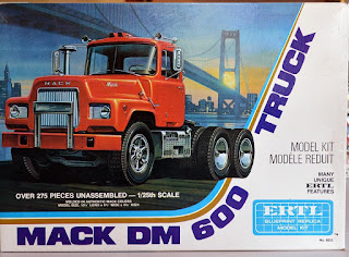 Model Kit Mack DM 600