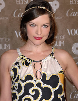 Milla Jovovich Hollywood Actress Wallpaper-800x600