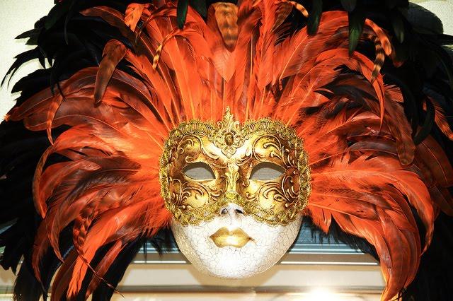 http://1.bp.blogspot.com/-pA6DG8Ll8Rs/TvQ5JNn2nkI/AAAAAAAABRw/RpI9VwmHMOY/s1600/11-venetian-carnival-mask-maschera-di-carnevale-venice-italy-creative-commons-by-gnuckx-masks-of-venice-87f999.jpg