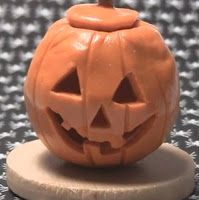 Calabaza de Halloween hecha con plastilina