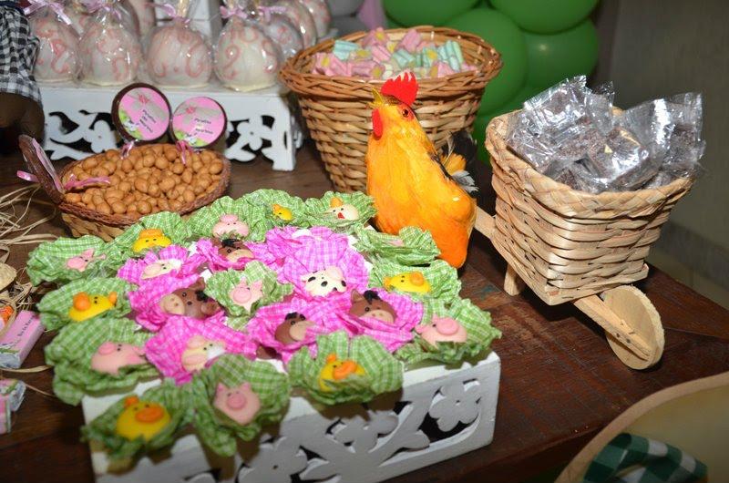 Doces modelados / decorados - Fazendinha Rosa