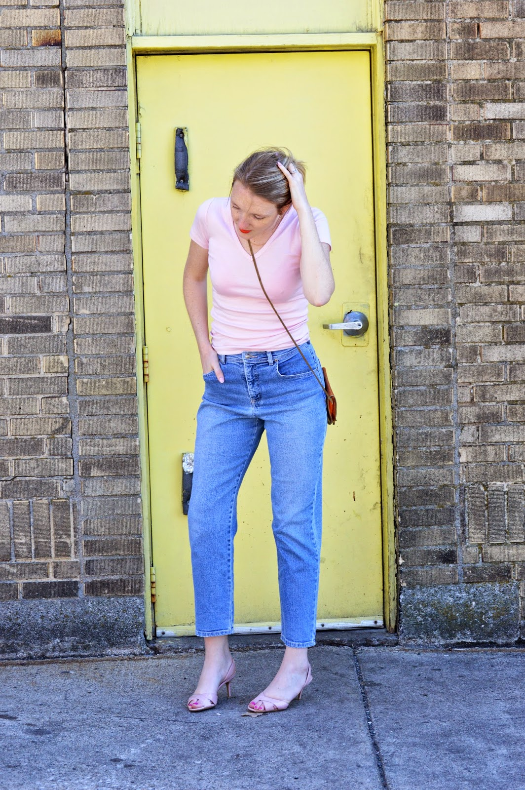 mom jeans spring fashion trend