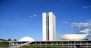 http://1.bp.blogspot.com/-pAf2VTXUmYE/UMHLo3B52PI/AAAAAAAAFwQ/SGuKdQXNHd0/s1600/The-National-Congress-of-Brazil-by-Oscar-Niemeyer1.jpg