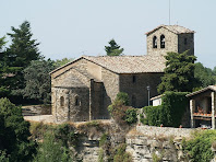 L'església de Sant Cristòfol de Tavertet vista després de sobrepassar Can Feló