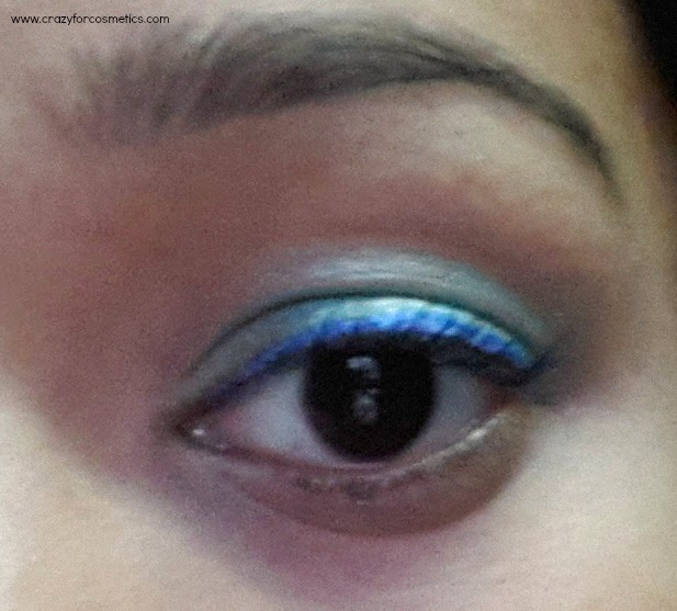 Lakme Fantasy Shimmer Liner in Glimmer Blue swatch-Lakme Fantasy Shimmer Liner in Glimmer Blue eotd-Lakme Fantasy Shimmer Liner in Glimmer Blue review