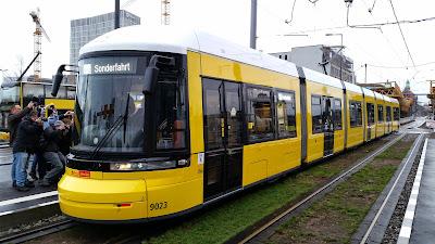 Straßenbahn + Bahnhöfe: BVG-Eröffnungsfahrt zum Berliner Hauptbahnhof