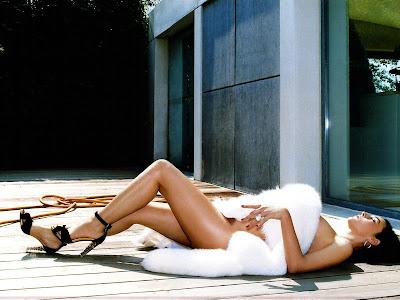monica_bellucci_lingerie_wallpaper_sweetangelonly.com