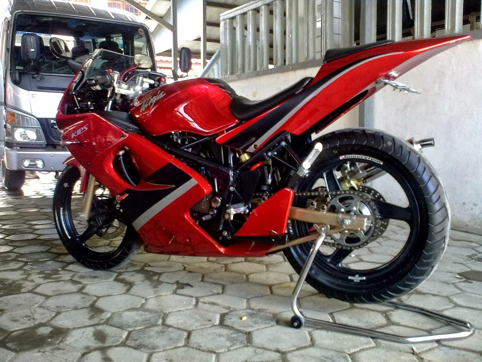 Modifikasi Motor Kawasaki Ninja Versi Superbike