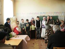 Nxenesit duke kenduar ilahi Fshati Qerret
