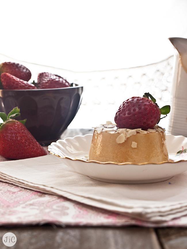 Hoy te invitamos a un flan de chocolate blanco que no podrás rechazar