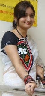 Girls+Wear+Sari+009