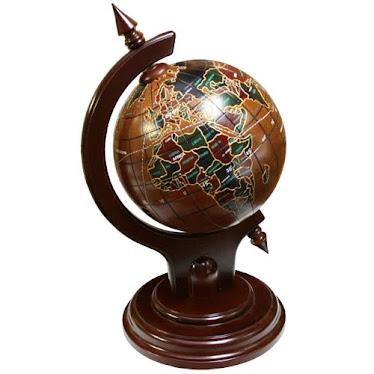Si quieres saber qué hay detrás de la historia de Hidalgo Cinis, pincha sobre el mundo.