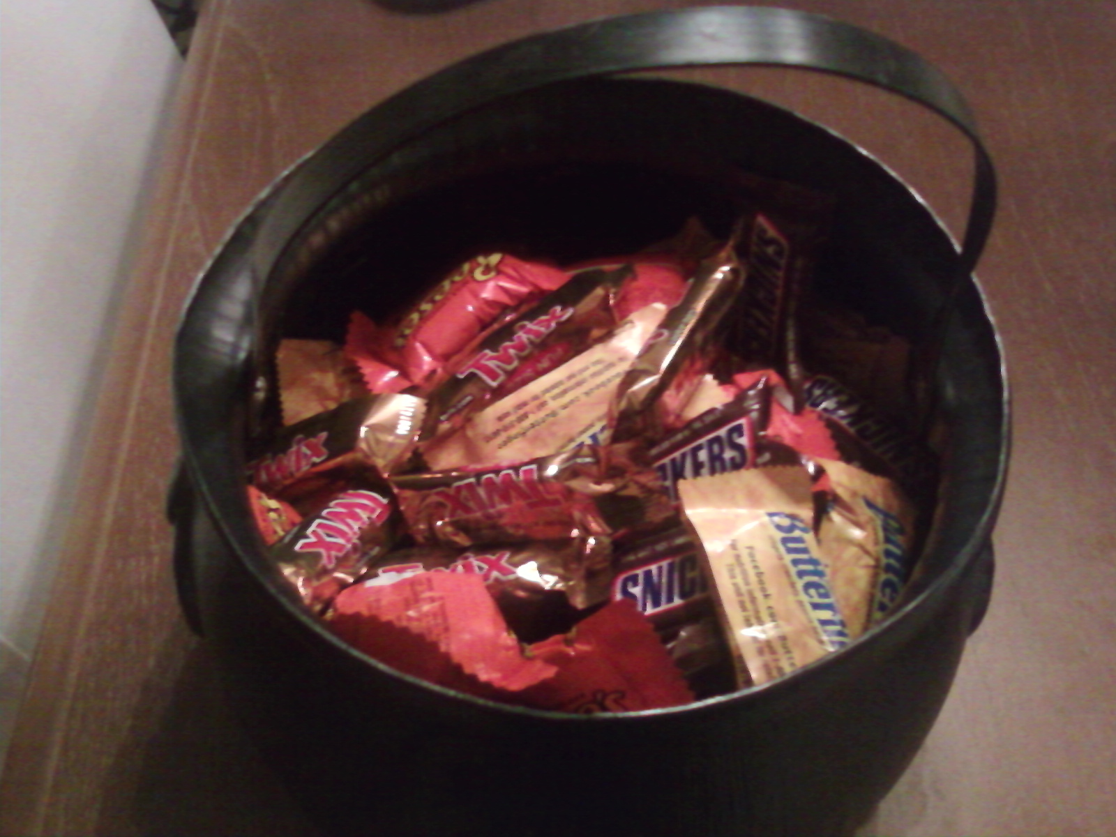 my life as an asthma mom: halloween time! check your candy for nuts!