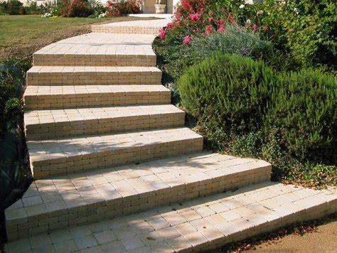 Stultifer ciudad de los muertos trabajando en el jard n for Escalera de bloque de jardin