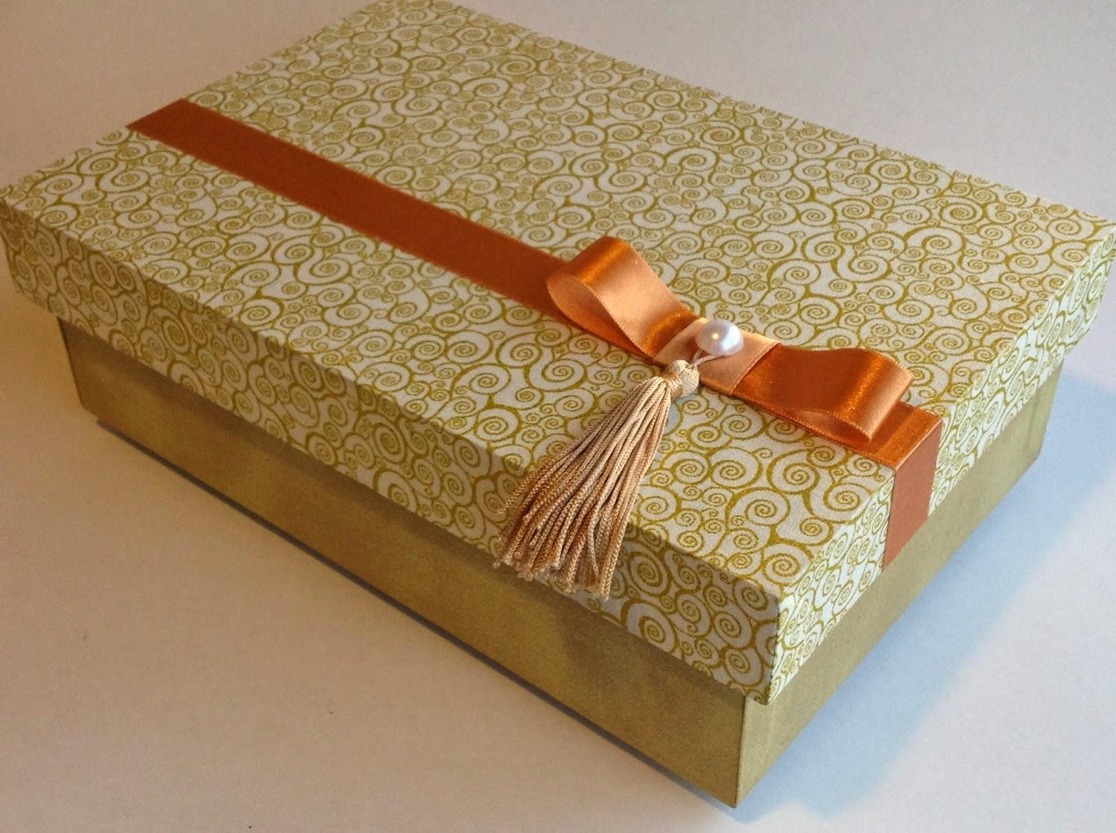 Caixas Decoradas:Lembranças Festas: Caixa com tecido decorada para  #B34B0E 1600x1195