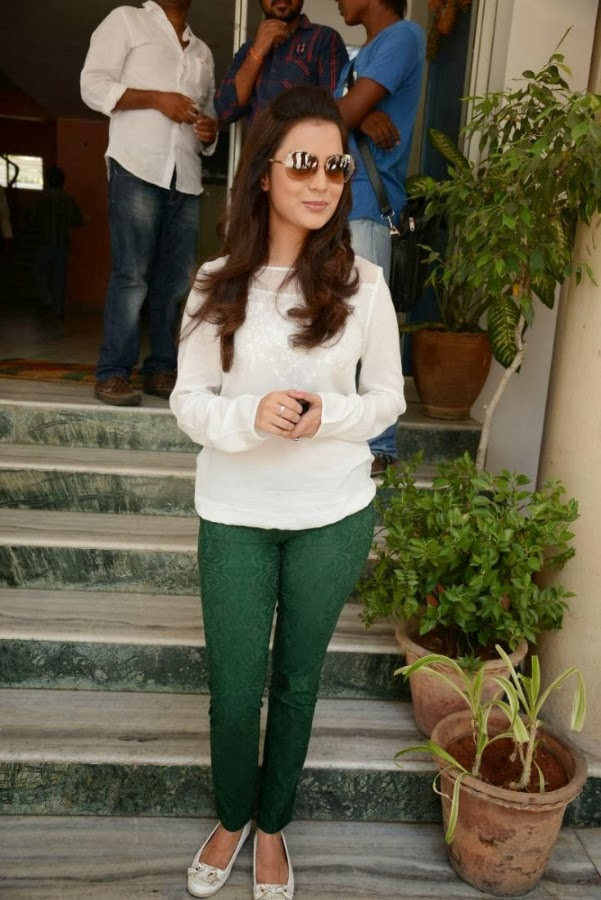 Nisha Aggarwal at promotional event facing media
