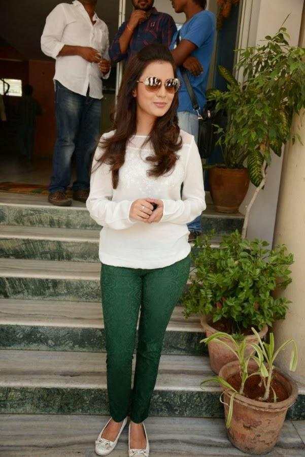 Nisha Aggarwal at promotional event facing media