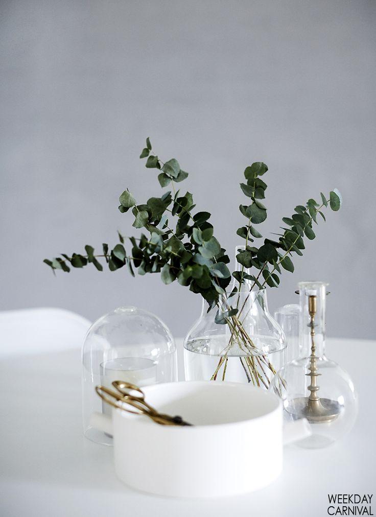keramik, messing og grønne detaljer