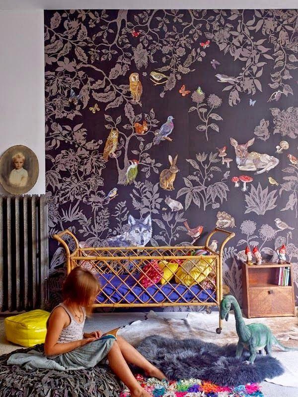 Bjud in till en förtrollad skog i barnens rum. Underbar tapet från Nathalie Lété.