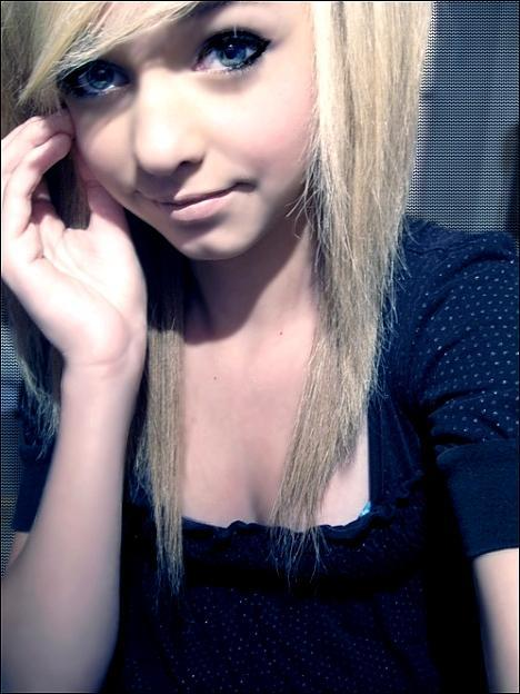 hot emo blonde teen Source from Wilma Costa Sexy Housewives