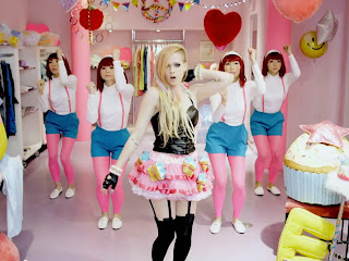 Gambar Hello Kitty Avril Lavigne Video Klip
