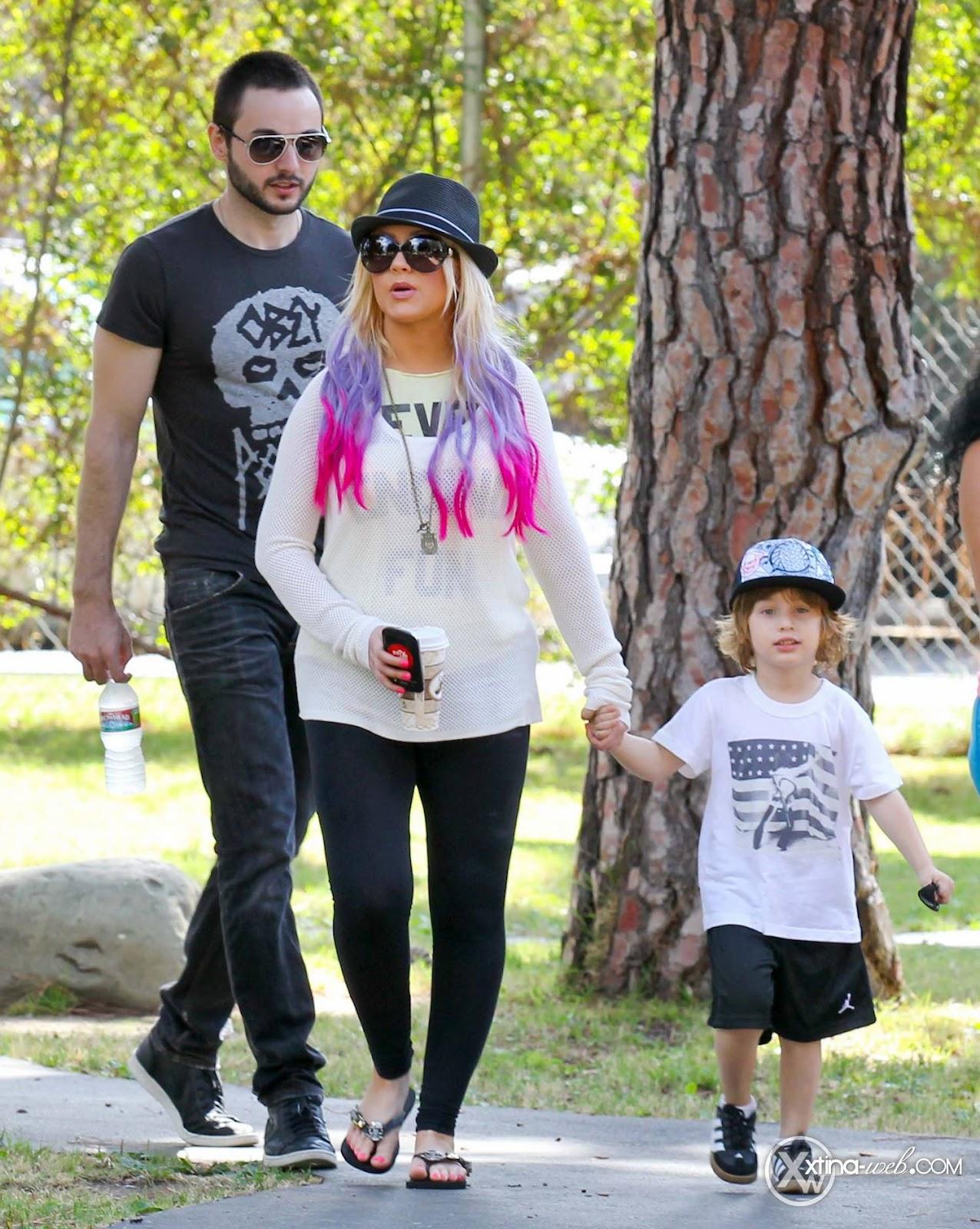 [Fotos] Christina, Max y Matt en Studio City (California) 7/10/2012 03