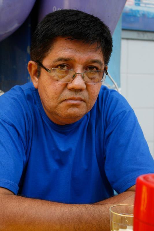 O poeta azulando o sábado
