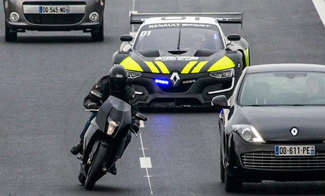 Το πιο γρήγορο περιπολικό καταδιώκει μοτοσυκλέτα [Βίντεο]