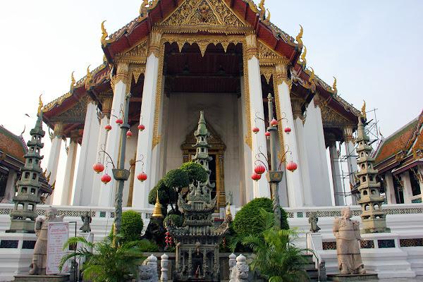 Wat Suthat el templo del columpio Gigante de Bangkok