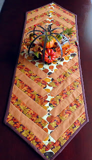 Table runner using Quilt Bug free pattern
