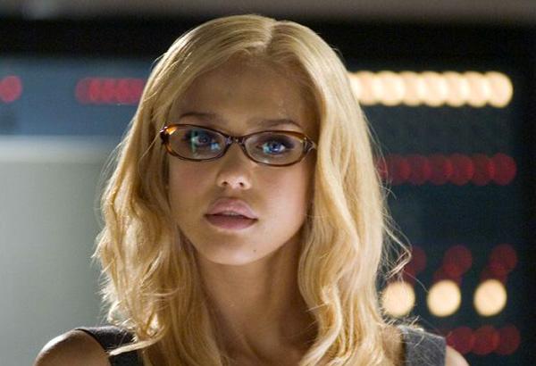 Jessica Alba as Sue Storm in Fantastic Four movieloversreviews.blogspot.com