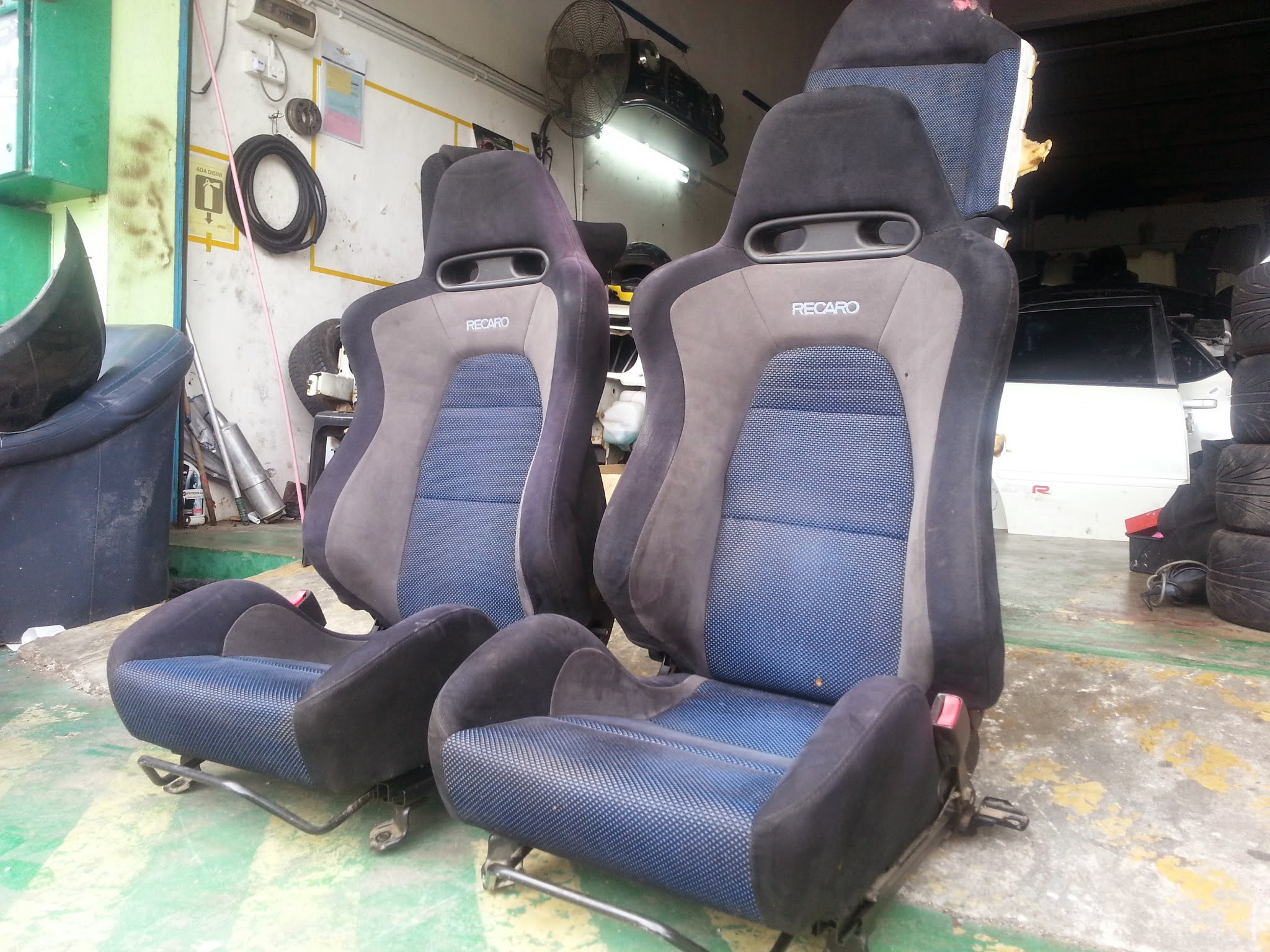 Dingz garage seat recaro lancer evo 7 complete for Garage seat 78
