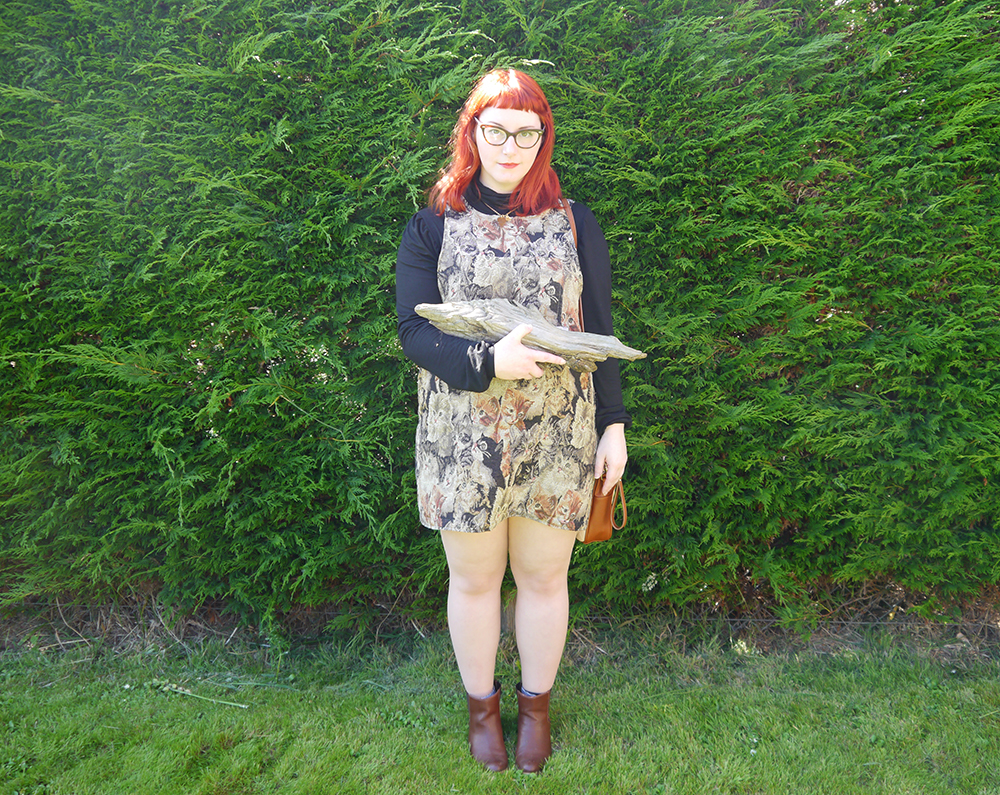 Cat dress, cat pinafore, what Helen wore, red head, ginger hair, Scottish blogger, Scottish designer, 60's style, The Whitepepper bread bag, best friend necklace, Best Bitches, La La Land friendship necklace, autumnal style, autumn style, log lady, twin peaks, Twin Peaks inspired outfit, Log Lady outfit