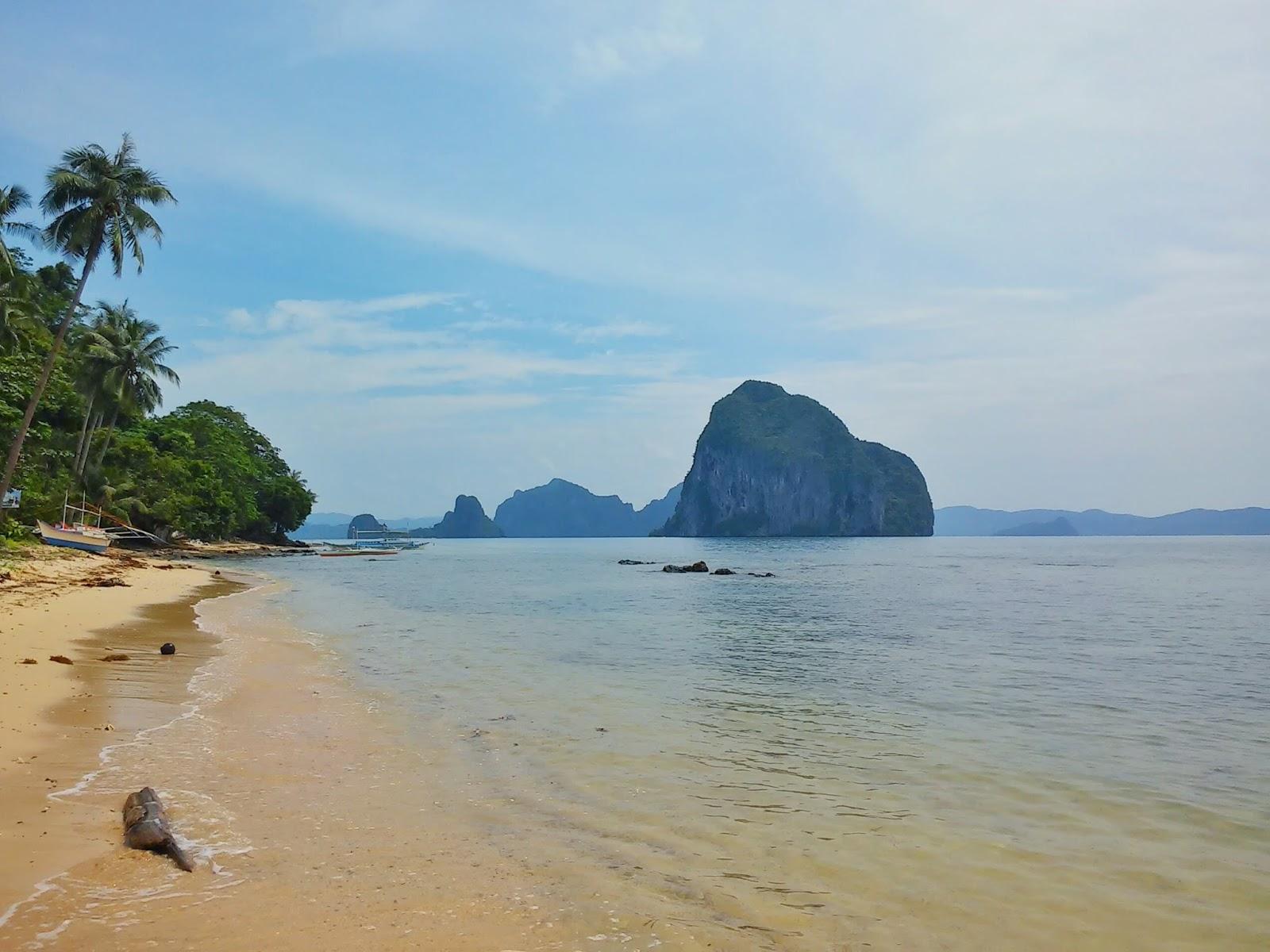 Maremegmeg Beach Overseeing Pinagbuyutan Island