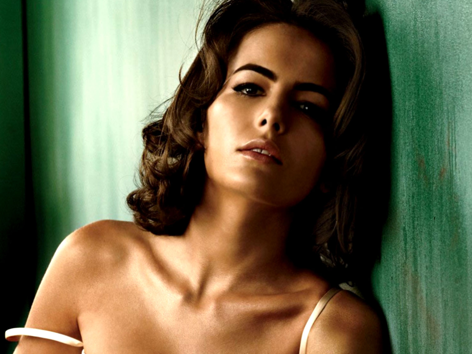 lovely wallpapers camilla belle hot wallpapers 2012. Black Bedroom Furniture Sets. Home Design Ideas