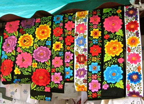 The Vivid And Wildly Contrasting Colors You Find In Mexicos Textiles Its Art Work General Might Seem A Bit Jolting If Encountered US