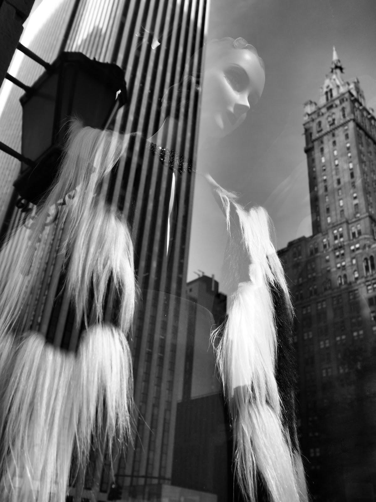 Floating #floating #bgwindows #windowwatchers #holidaywindows #5thavenuewindows #NYC  #holidays #besttimeoftheyear #nyc ©2014 Nancy Lundebjerg